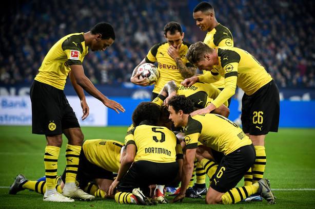El Borussia Dortmund celebra uno de sus goles (EFE)