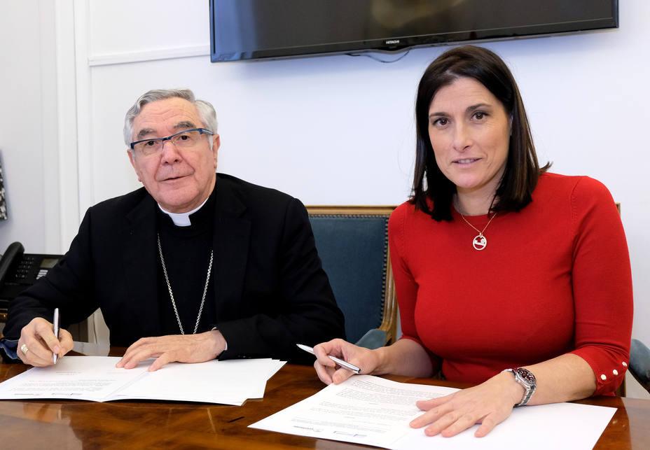 La alcaldesa Gema Igual y el Obispo de Santander