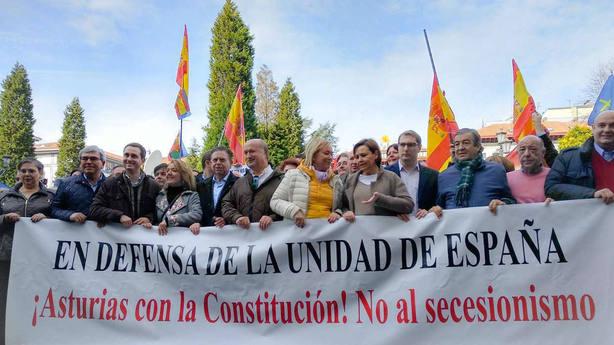 Centenares de personas se reúnen en Oviedo para reivindicar la unidad de España