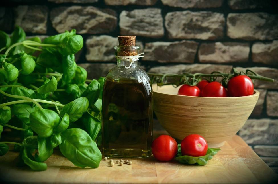 El aceite de oliva virgen extra oro líquido y clave en la buena salud de los españoles
