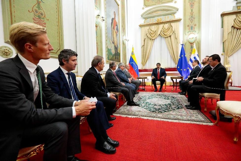 Maduro se reúne en el palacio presidencial con el Grupo Internacional de Contacto