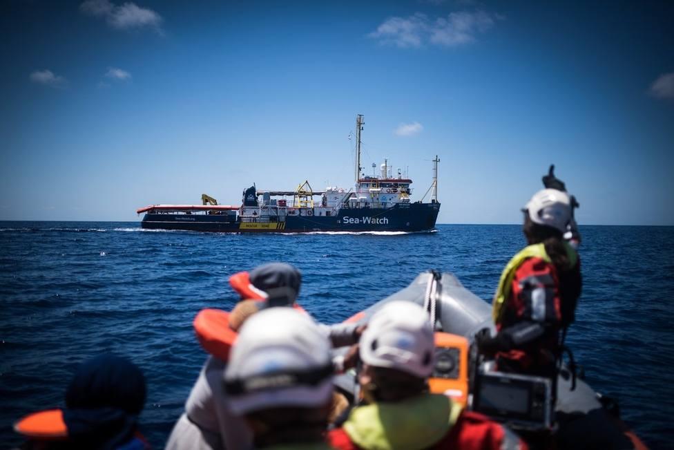 Italia frena la entrada de un barco con migrantes en sus aguas territoriales