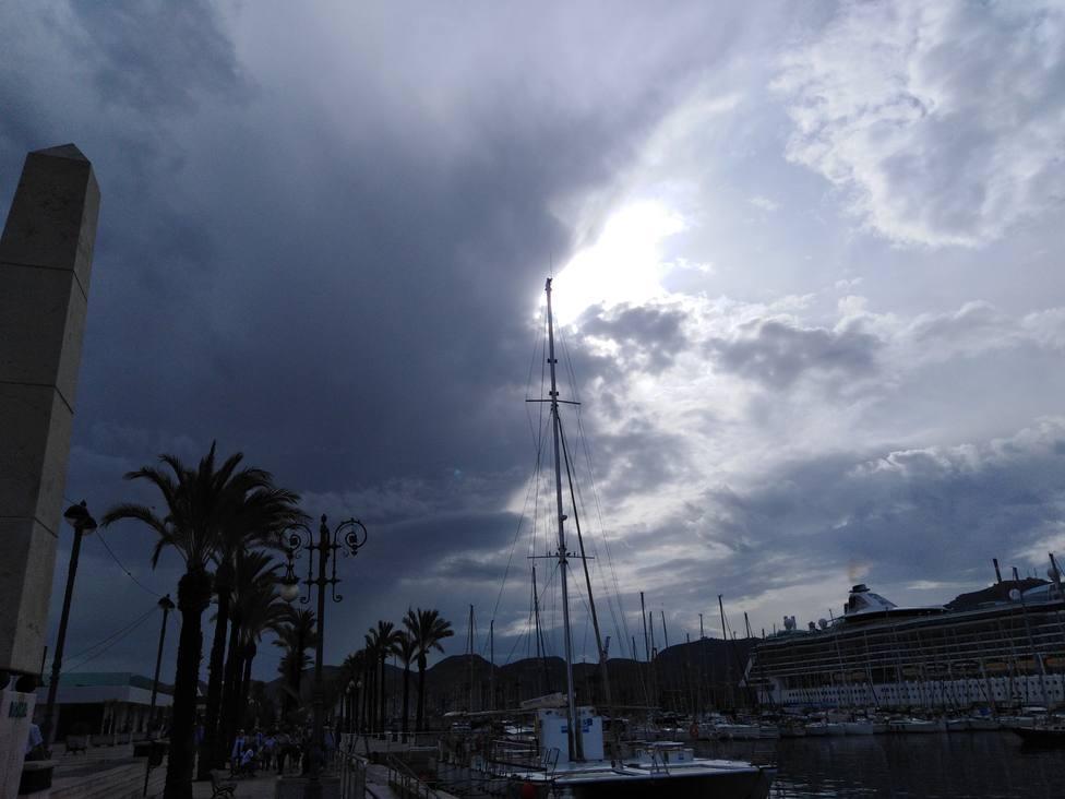 Dos cruceros cancelan su escala en Cartagena por la alerta roja