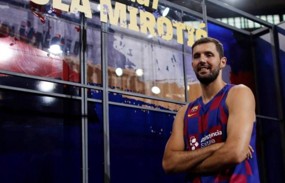 El original recibimiento de un aficionado del Real Madrid a Mirotic por su marcha al Barça