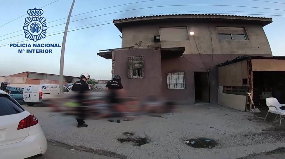 V�DEO:Sucesos.- Desmantelado el mayor punto de venta de drogas de Madrid, un bunker que vendía más de 200 dosis al día