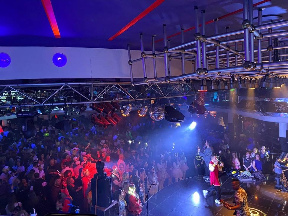 Economía.- Bares de ocio nocturno y discotecas pueden abrir desde hoy en fase 3 con un tercio de aforo y sin baile