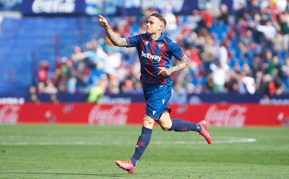 Roger celebra uno de sus goles con el Levante UD