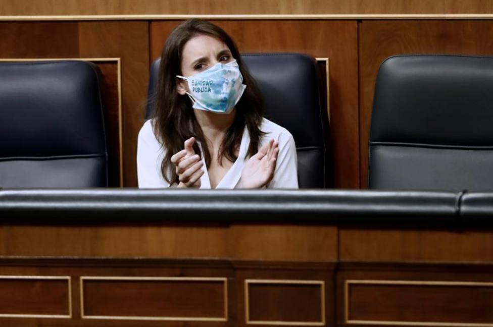 Irene Montero sentada en la bancada azul como titular del Ministerio de Igualdad