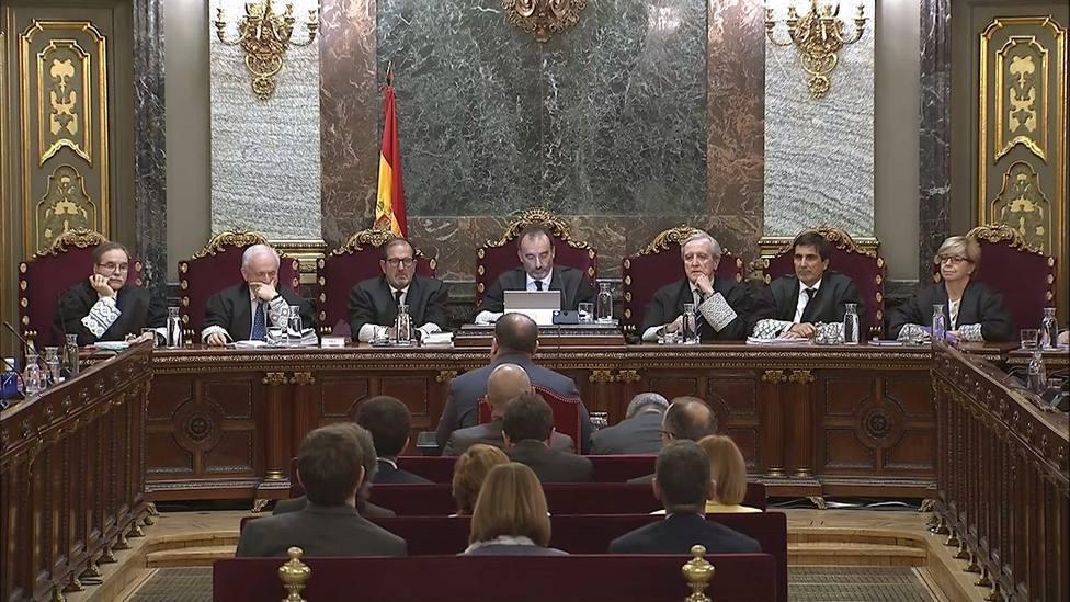 Las recusaciones contra un magistrado del Tribunal Constitucional aplazan la sentencia del procés