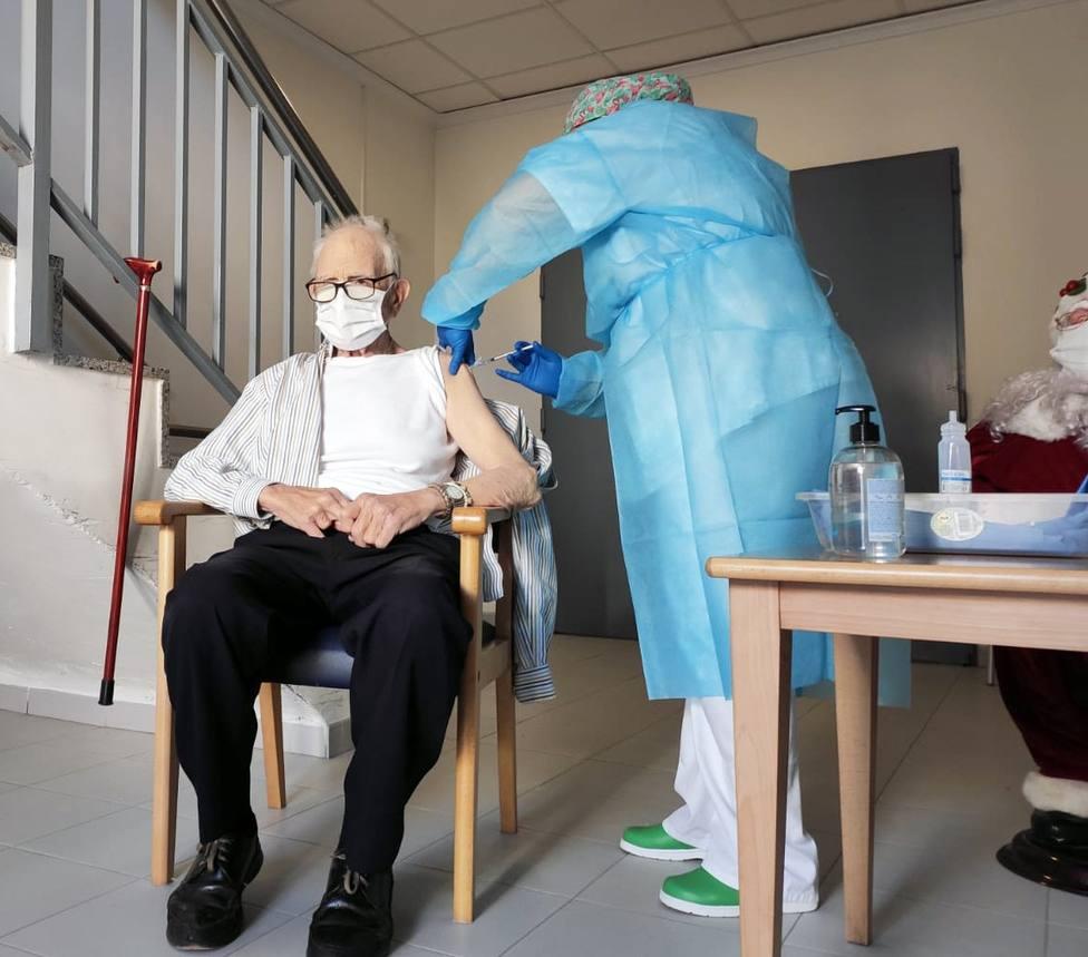 Batiste Marti, de 81 años, primera persona vacunada contra la COVID en la Comunidad Valenciana