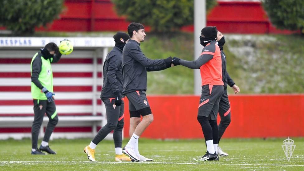 Pablo Pérez saluda a Babin en el entrenamiento de este sábado