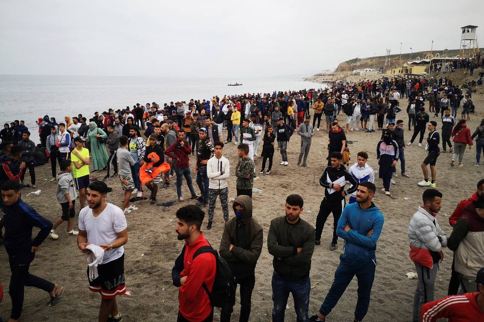 Cientos de migrantes se dirigen a Ceuta desde Marruecos