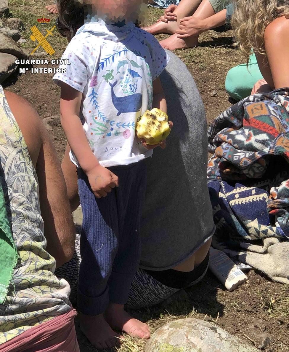 hippies nudistas acampados libremente en La Rioja