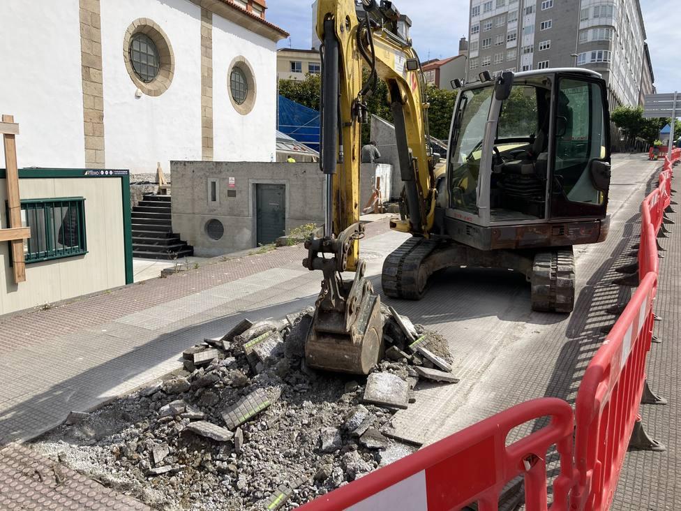 Trabajos en el carril bici de la Avenida de Esteiro. FOTO: concello Ferrol