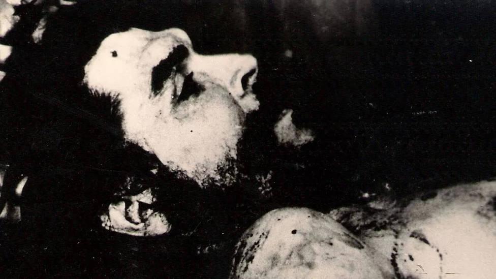 Los secretos tras las fotografías del cuerpo sin vida del Che Guevara, escondidas en un pueblo de Zaragoza