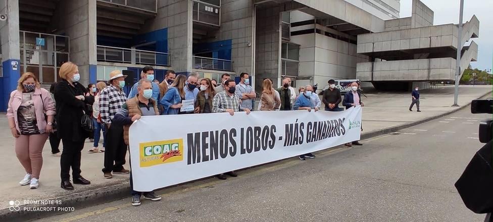 Los sindicatos agrarios COAG y ASAJA Asturias se manifestaron en la capital del Principado