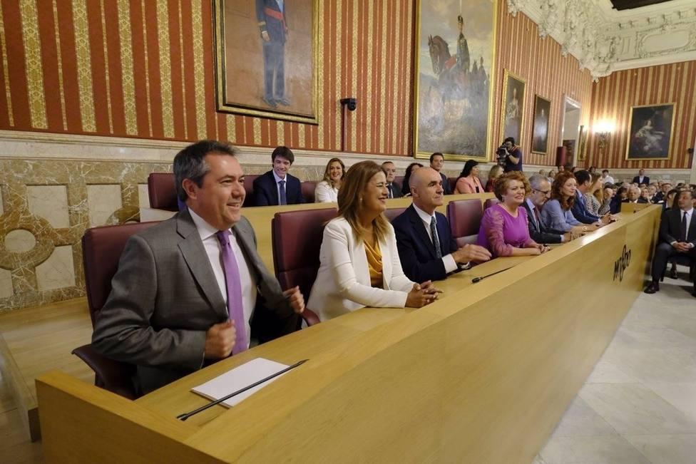 Sevilla.-Espadas reorganiza el gobierno dando delegaciones lógicas a seis concejales: Seguiré unos meses más