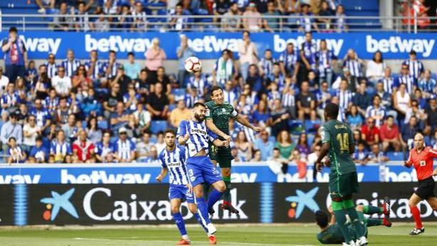 Alavés y Betis juegan en Mendizorroza (@LaLIGA)