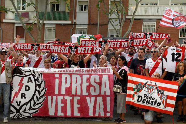Manifestación de los aficionados del Rayo Vallecano en Vallecas