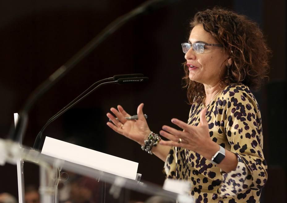 Montero felicita a Andalucía por su emisión de deuda y urge a otras comunidades a hacer lo mismo