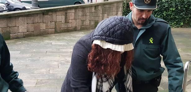 La acusada a su llegada a la Audiencia Provincial