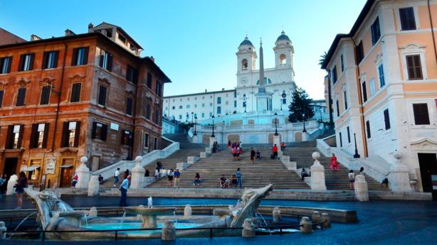 ¿Sabes por qué los Papas acuden el día de la Inmaculada a la Plaza de España de Roma?