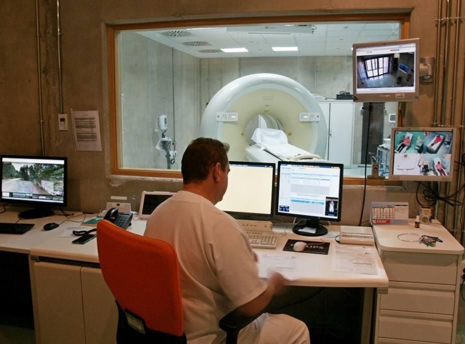 El SMS convoca pruebas para cubrir 605 plazas de médicos especialistas y 341 de auxiliar administrativo