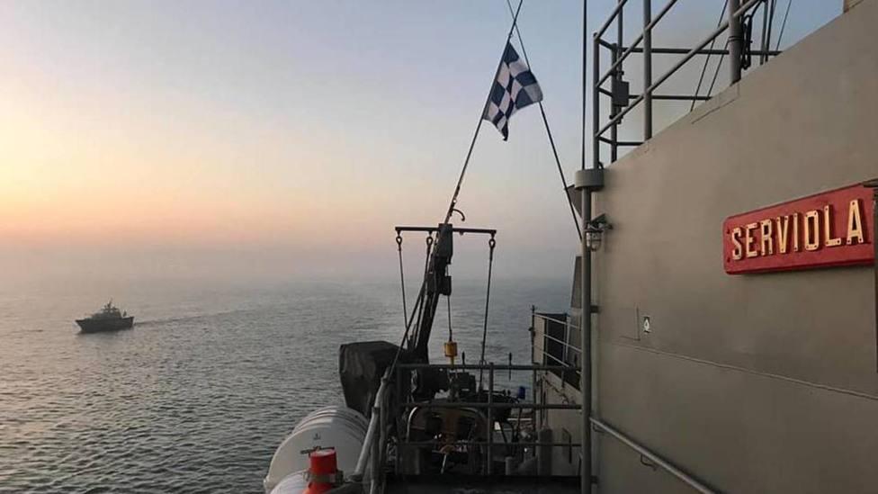 La Armada Española libera a una tripulación de un buque secuestrado por piratas