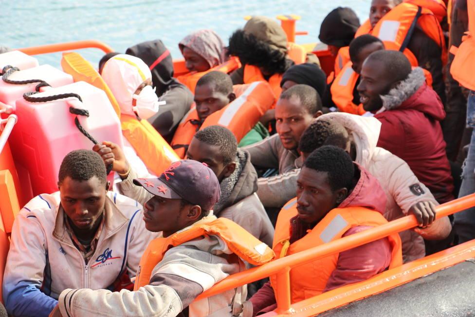 Rescatan a 33 personas de una patera en el Estrecho de Gibraltar
