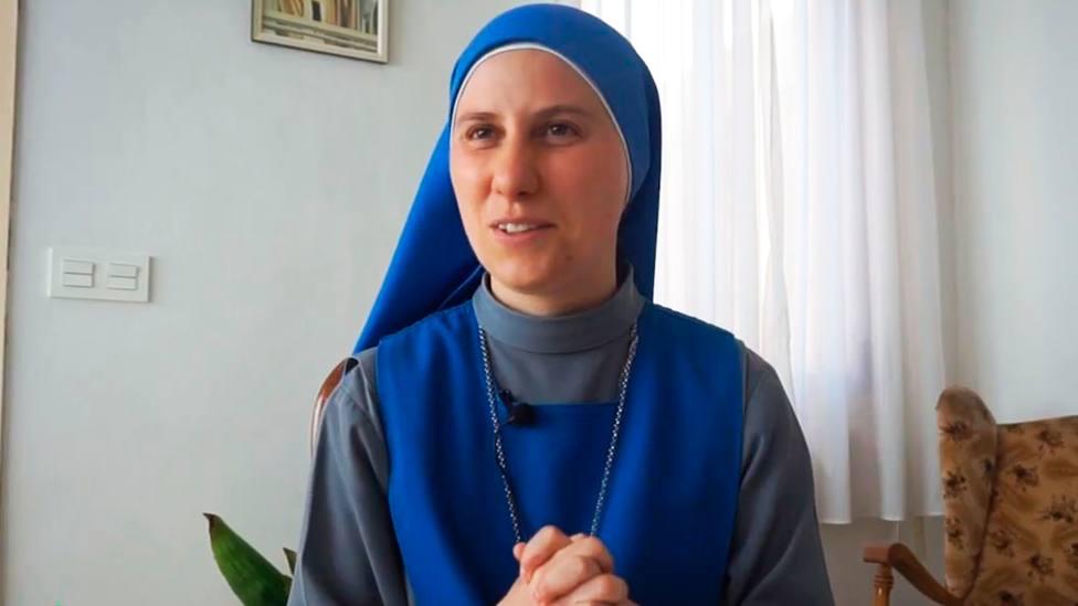 María al Piede la Cruz, de lacongregación de la Familia Religiosa del Verbo Encarnado