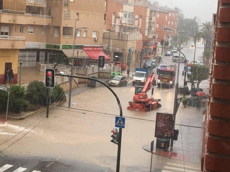 Las tormentas provocan cortes de carreteras y el desbordamiento de ramblas en la Región