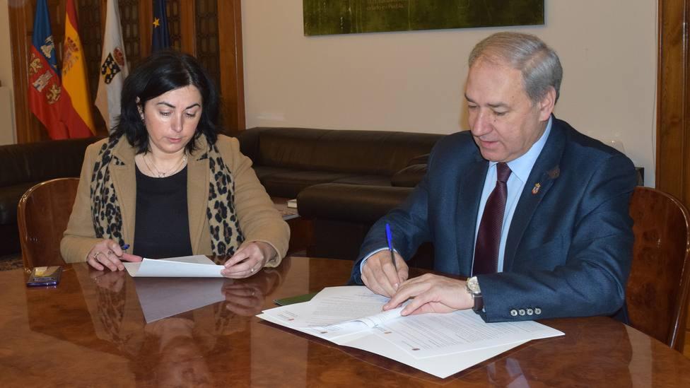 Elena Candia y José Tomé en el despacho presidencial de la Diputación de Lugo