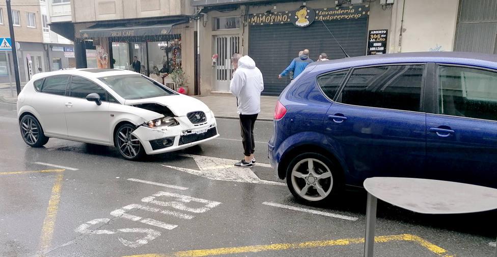 El vehículo que alcanzó al que le precedía sufrió daños en la parte delantera - FOTO: Tráfico Ferrolterra