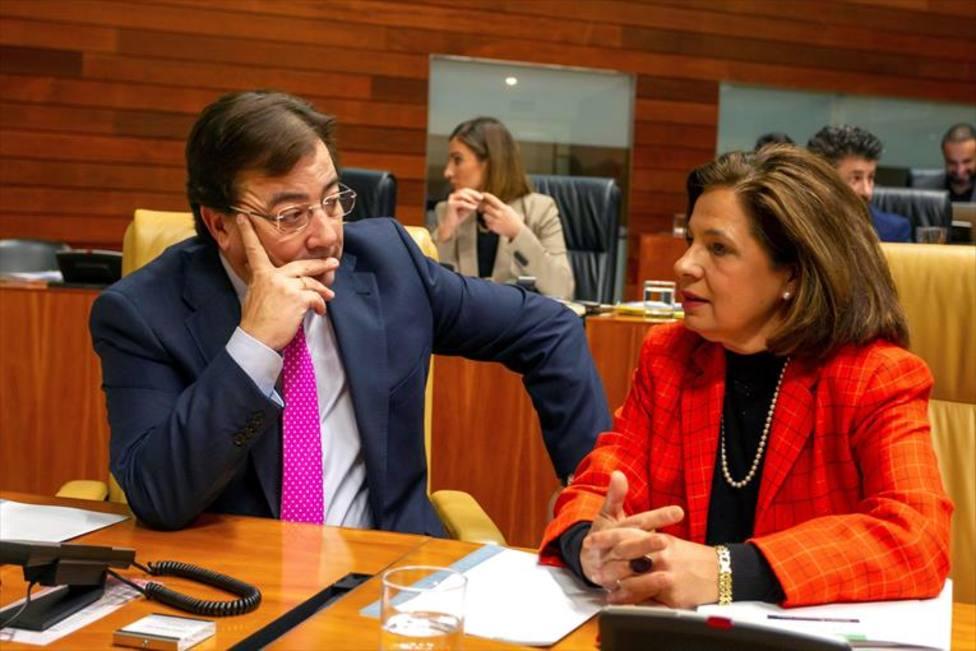 Fernández Vara y Blanco Morales conversan en una imagen de archivo. Foto: Jero Morales (EFE)