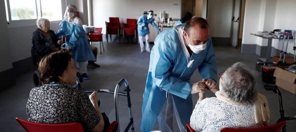 La pandemia de la COVID-19 se cobra al menos 18.334 vidas en residencias de ancianos