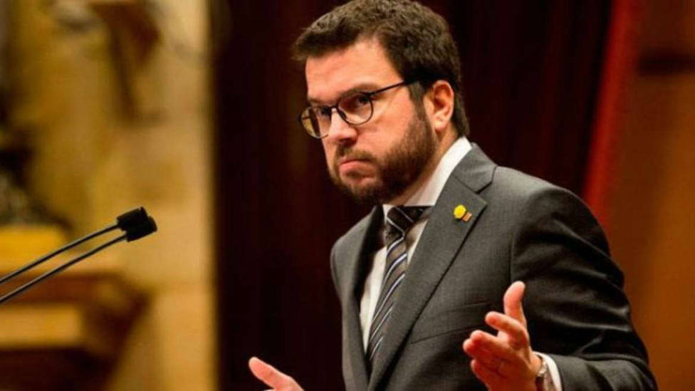 El coordinador de ERC, Pere Aragonès, acusa a Felipe VI de aliarse con la derecha judicial