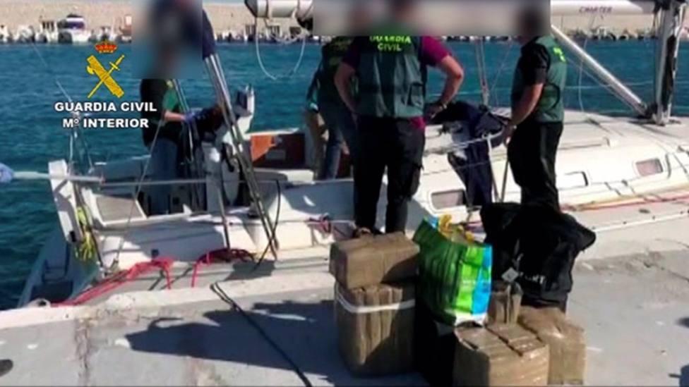 Sucesos.- Detenidos los 31 integrantes de una red dedicada al tráfico de drogas en las costas de Andalucía