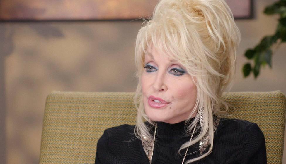 Dolly Parton financió con más de un millón de dólares la vacuna de Moderna contra la covid-19