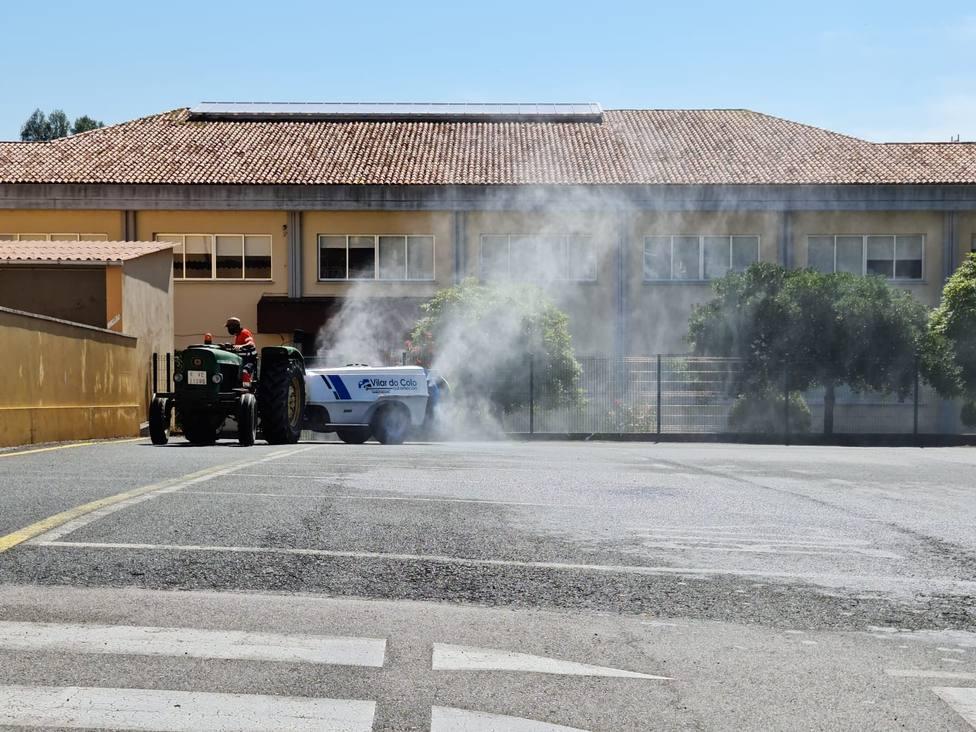 Desinfección del CEIP Eladia Mariño. FOTO: Concello Cabanas