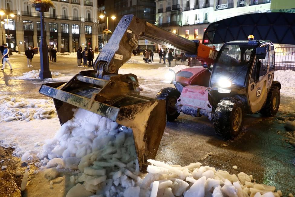 Retirada de nieve en Madrid