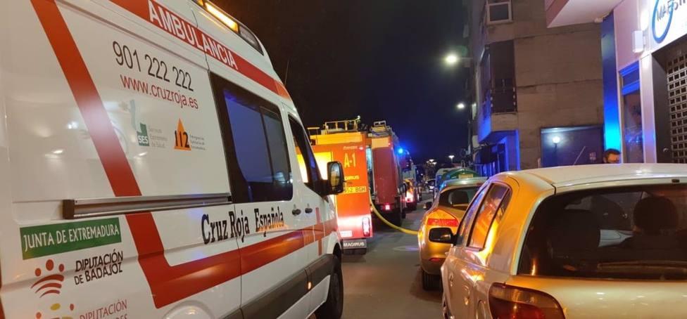 Sucesos.- Un incendio en una casa en Badajoz deja una mujer atendida por crisis de ansiedad y tres animales muertos