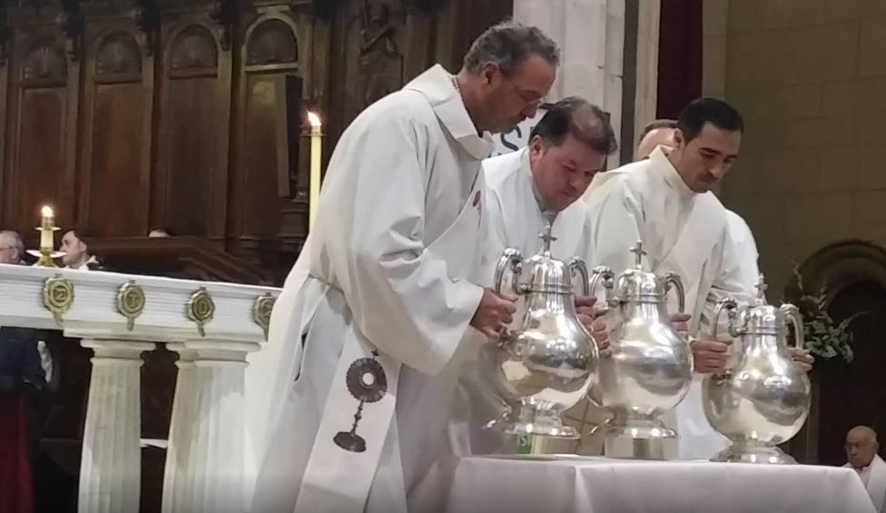 Santos oleos en la Misa Crismal