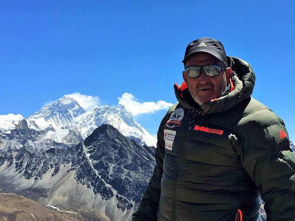 Alpinismo.- El montañero Juanito Oiarzabal, ingresado con una neumonía severa a causa del coronavirus