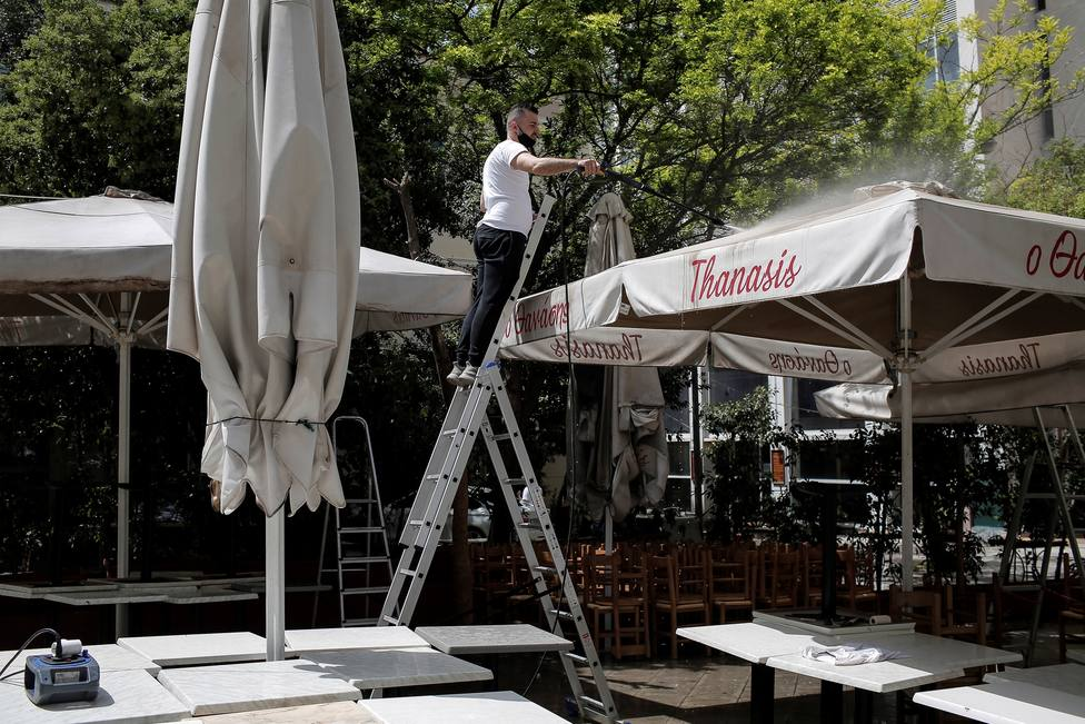 Restaurants and cafes to reopen in Greece after Orthodox Easter