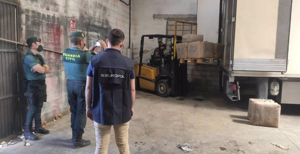 Sevilla.-Sucesos.-Guardia Civil se incauta de 7 toneladas de hachís en un polígono de Alcalá de Guadaíra