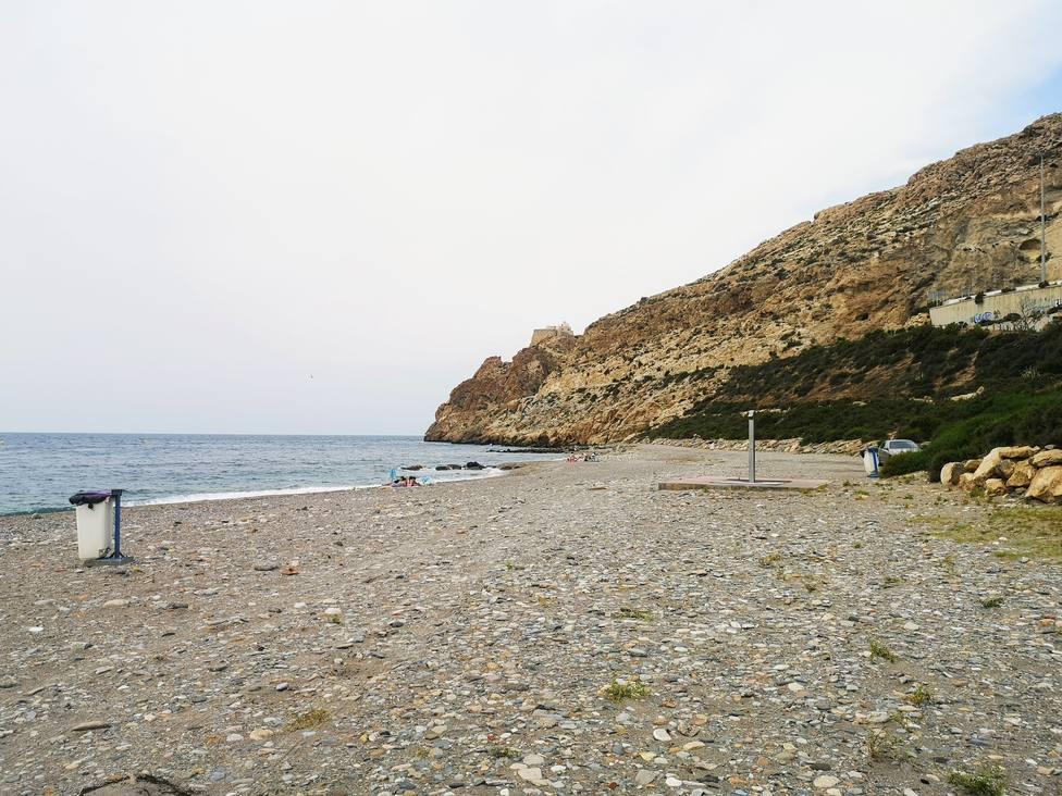 La Autoridad Portuaria de Almería abre este lunes el acceso peatonal a la playa de Las Olas
