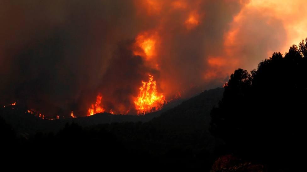 Los bomberos advierten que las próximas horas serán críticas para el incendio en Santa Coloma de Queralt