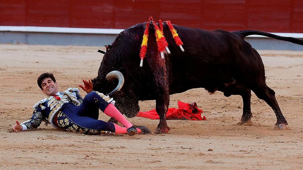 Momento de la cogida sufrida por Alberto López Simón en Las Ventas