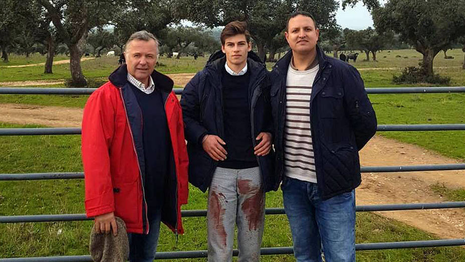 Patrick Varin, El Rafi y Alberto García tras sellar el acuerdo en la finca de Victorino Martín