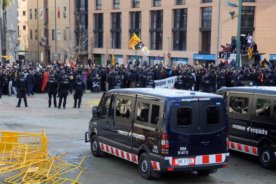 """El abogado del manifestante detenido en Gerona: """"Fue un acto de tortura de los Mossos"""""""